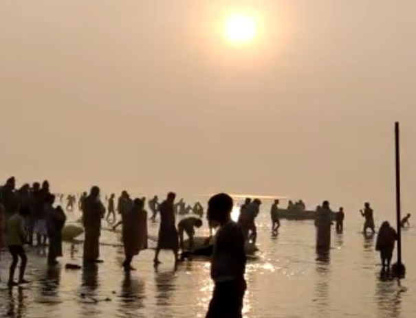in-the-midst-of-a-tight-security-boom-the-baths-in-the-ganges-sea-are-on